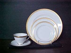Royal Doulton China ROYAL GOLD ~ 5 PC. Place Setting